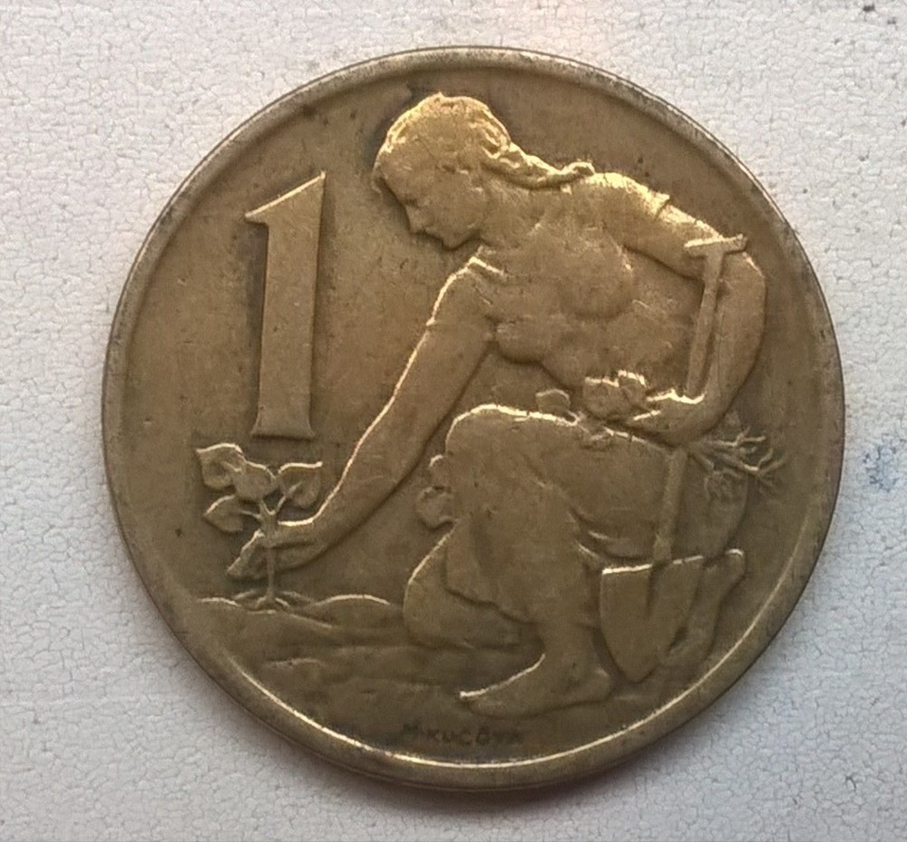 Монета с девушкой сажающей цветы 32