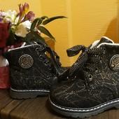 Теплые ботинки деми, качество шикарное, подошва полиуретан 22-26рр в наличии