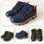 Удобные и комфортные высокие кроссовки для мальчика на весну, качество отличное!