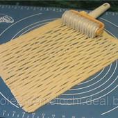Резак для  красивой  фигурной  вырезки выпечки.