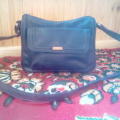 Не большая сумочка темно-синего цвета