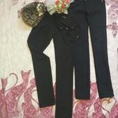 Две пары черных брюк одним лотом.