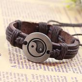 Кожаный браслет-оберег от негатива с символом инь-янь.