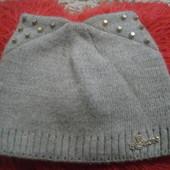 Зимняя шапочка с ушками и заклепками.