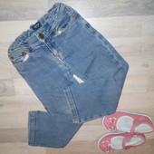 Офигенные джинсы для девочки 3/4 года Пояс 27; шаг 43; длина 58 Немного потерты колени, при носке не