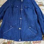 Куртка вітровка на гарні форми в чудовому стані.