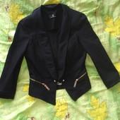 Фирменный пиджак, черного цвета, размер С-М