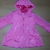 Красива курточка для дівчинки!