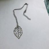 Новый кулон на цепочке в серебряном цвете.Очень нежный