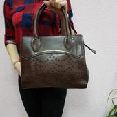 Коричневая каркасная женская сумка с перфорацией