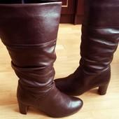 Шкіряні чоботи 36 розмір, вітринна пара, сток. на ніжку 23.5 см.Утеплені