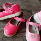 Красивенькие туфельки на выбор 26 р
