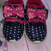 Милые кроссовки для девочки