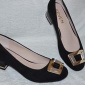 Нарядные и мега удобные туфельки на небольшом каблучке! Размер 36-38. Качество 5+++