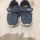 Легкие кроссовочки 26 размер