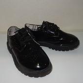Лакированные туфли с перфорацией стелька 18,5 см (р.30). Отличное состояние