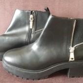 Демисезонні черевики від Bershka,41р.26см по устилці!!!Якісна еко-шкіра!!!