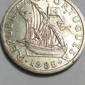 Монета Португалии 2.5 эскудо 1985 год, Парусник !!!
