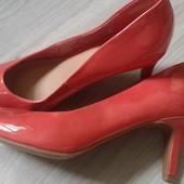 Фирменные новые лаковые туфли лососевого цвета р. 36-37