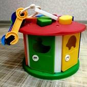 Домик- сортер с ключами,фигурами и животными за каждой дверью, 20*18