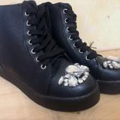 Ботинки демисезонные, с блестящими камешками. Стелька 23,5 см