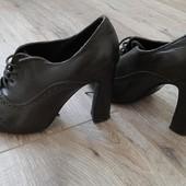 Туфли кожаные закрытые Les lolitas темно-шоколадного цвета с перфорированной отделкой 37р