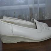 Полностью кожанные туфельки бренда Jenny (Германия),р 39 G ст 25 см,отл.состояние