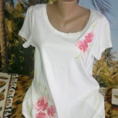 Красивая белая футболка - цветы вышивка. Размер 20.