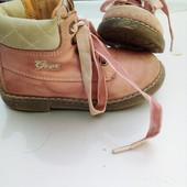 Стоп!!,фирменные удобные кожа!! Ботиночки от geox