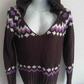 Тёплый свитер с капюшоном