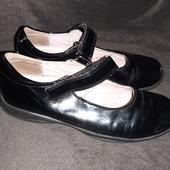 Туфли лаковые р. 33( стелька - 21.5см. )SuperFit