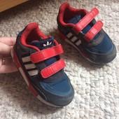 Оригинальные кроссовки Adidas 24 размер по стельке 15 см