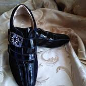 Женские кожаные стильные кроссовки Guess. Размер 37-24 см.