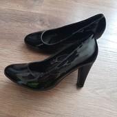 Нові зручні туфлі, верх кож.зам, середина нат. шкіра. устілка 34.7см