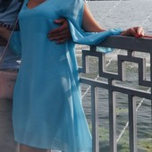 Плаття кольору голубої лагуни