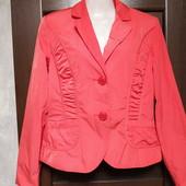 Фирменный красивый пиджакр.10-14 в отличном состоянии