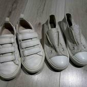 Две пары обуви, одним лотом.Стелька в обоих 19см.