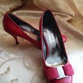 Женские туфли лодочки Salvatore Ferragamo, размер 40-25 см.