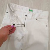 Белоснежные стрейчевые джинсы на девочку 8-9 лет.