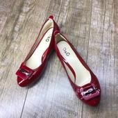 Лот 2 пары. Кожа. женские туфли на низком каблучке D&G Италия. Размер 37 - 23,4 см.