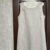 Фирменное красивое платье из структурного материала в состоянии новой вещи р.20-22