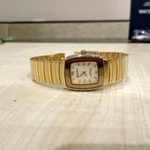 Стильные женские часы известного бренда. Оригинал. Нержавеющая сталь.