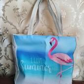 Большая плотная пляжная сумка в идеале.