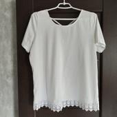 Фирменная красивая блуза- футболка с ажурным низом р.16 в отличном состоянии.