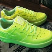 Классные кроссовки в стиле Nike Air Force.