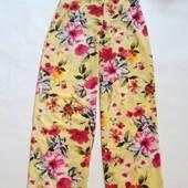 яркие брюки -палаццо с завышенной талией