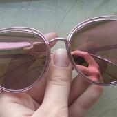 Очки солнцезащитные зеркальные.