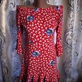 Яркое платье с открытыми плечами topshop