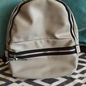 Классный Светло-серый рюкзачек Primark.