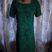 Стильное платье с трендовым принтом atmosphere